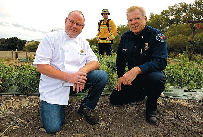 chef-feeds-firefighters